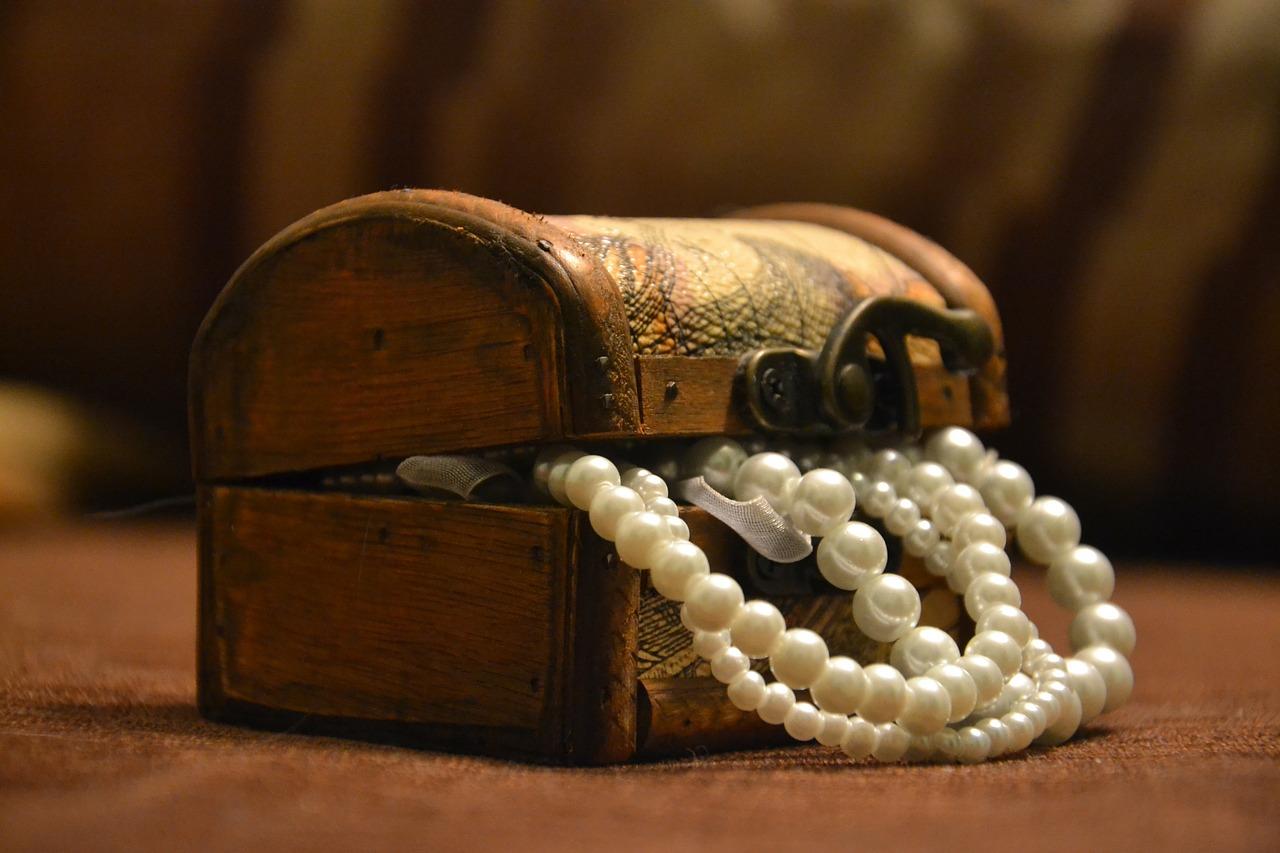 Czy bransoletki z kamieni naturalnych są dalej modne?